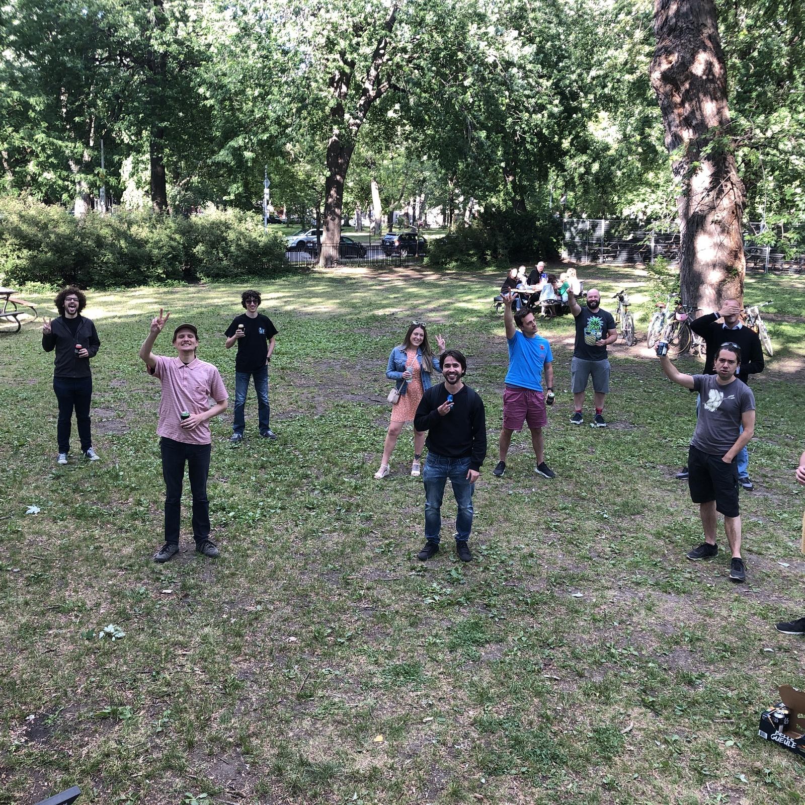 Gros gang de fous au MireBBQ Parc La Fontaine!