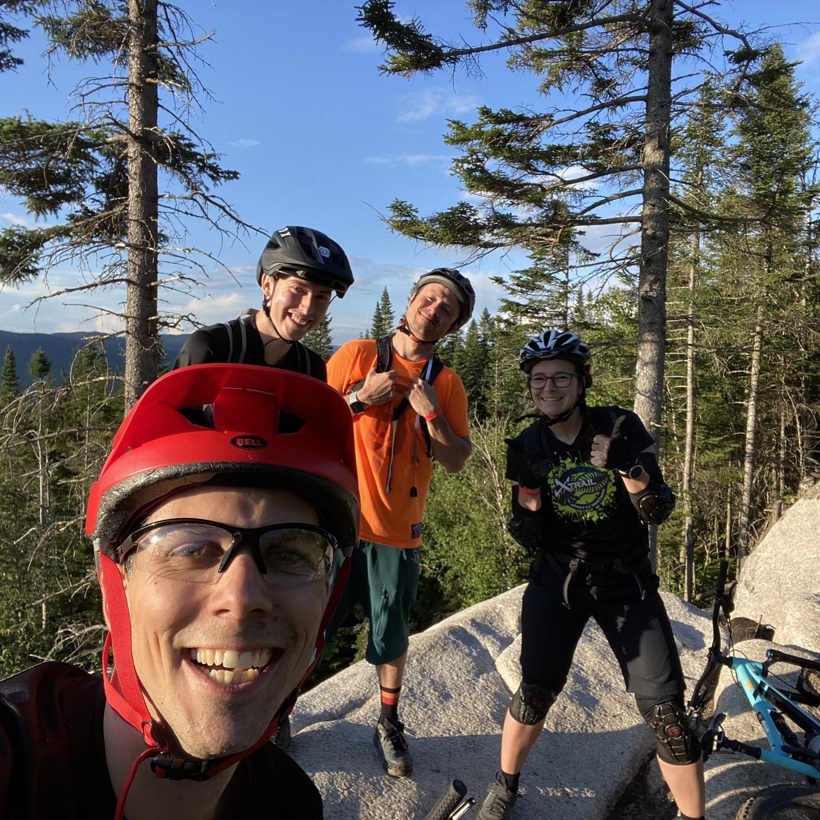 Le club MTB ride au sentiers du Moulin. Des humains awesome, la nature et des vélos, on peut rien demander de plus !